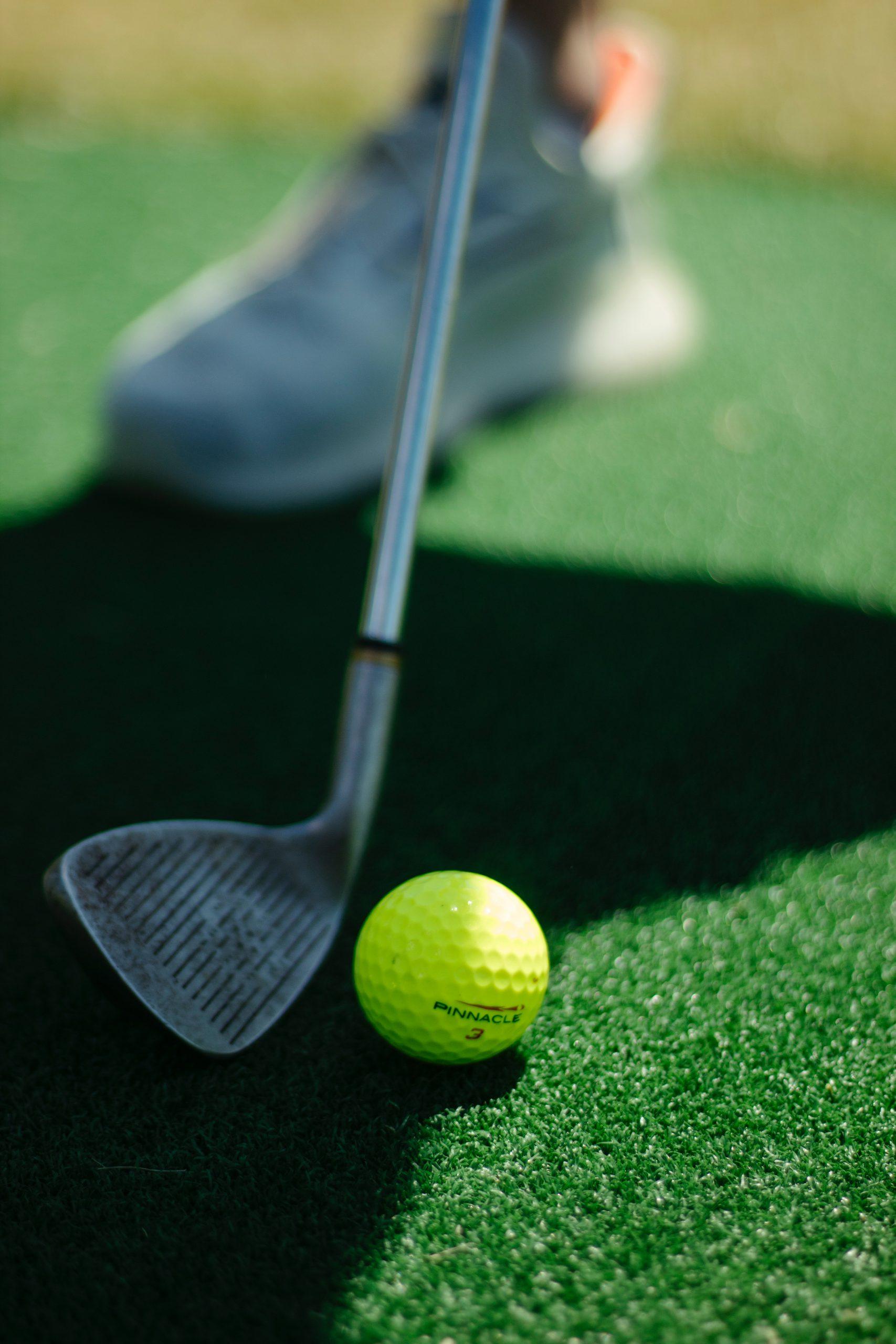 golfbal met golfstick